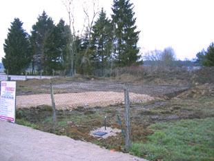 Début des travaux - réalisation du chemin d'accès et de la plate forme du pavillon (décapage de la terre végétale)